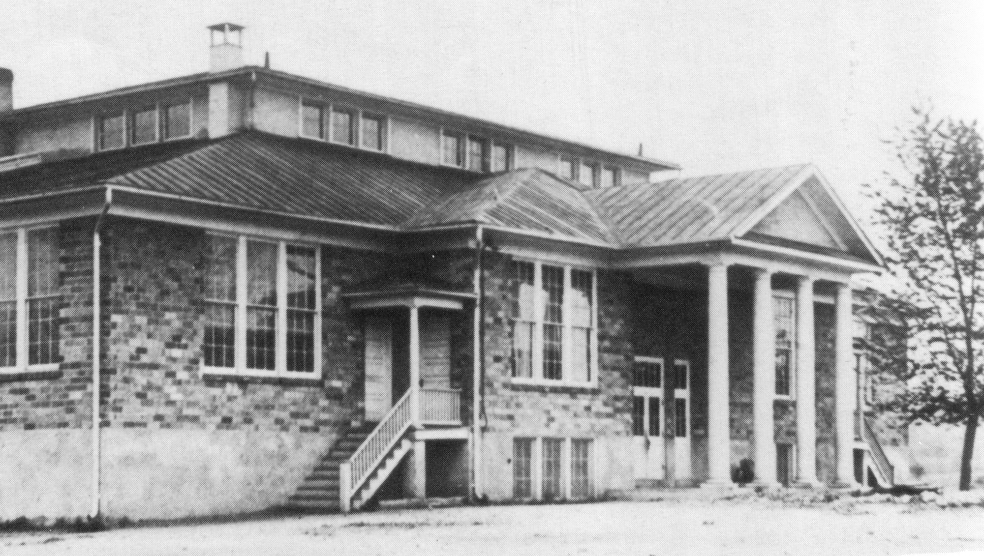Black and white photo of Vienna Elementary School, Opened in 1923